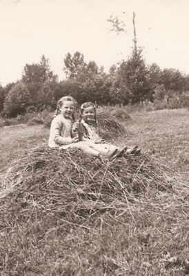Tompson girls, 1946